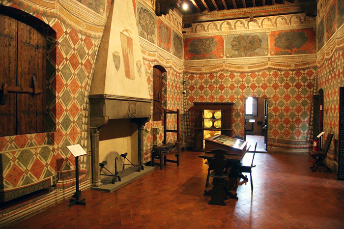 Palazzo Davanzati: Located In Florence And Is A Transition From Gothic To  Early Renaissance. The Interior Design Of This Consisted Of Frescos,  Tapestries, ...