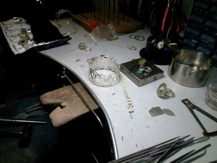 Work bench of jewelry artist Laura Wandry (Florence)