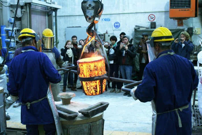 SACI Sculpture fieldtrip Fall 2014 to Mariani Foundry