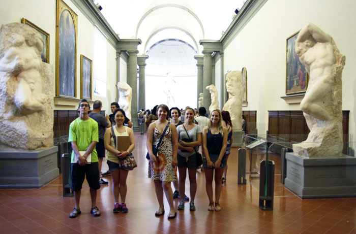SACI sculpture students visiting the Accademia