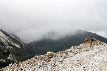 SACI sculpture students visiting Apian Alps of Carrara