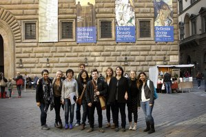 SACI Drawing students in front of Palazzo Strozzi