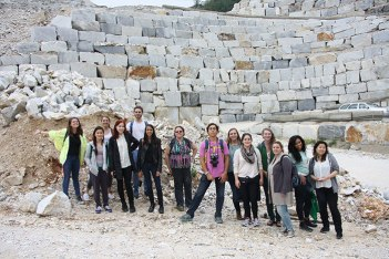SACI sculpture students visiting the marble caves of Carrara