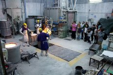 SACI sculpture students visiting the Mariani Foundry of Carrara