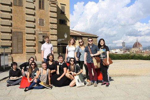 SACI Drawing students at the Pitti Palace