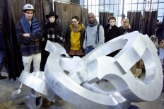SACI sculpture students at the Mariani Foundry, Pietrasanta