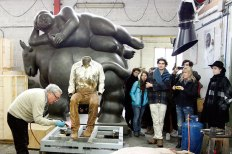SACI sculpture students with Giuliano Vangi at the Mariani Foundry