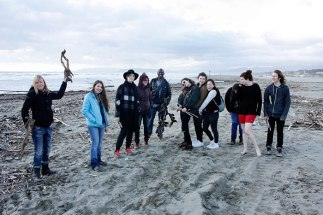 SACI sculpture students finding materials at the beach in Pietrasanta