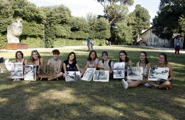 SACI drawing students in Boboli Gardens