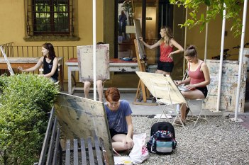 SACI drawing students in the SACI Garden