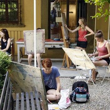 SACI drawing students in the SACI Garden